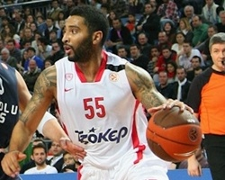 Olympiacos keeps Law