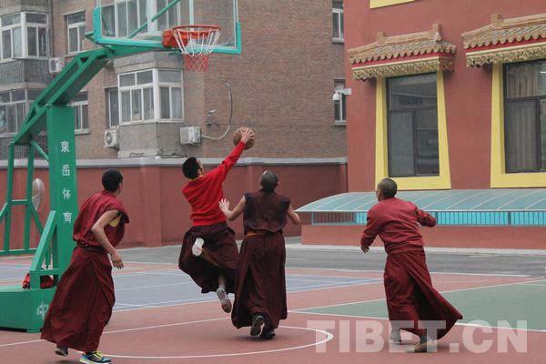 Monk students play basketball to greet Losar