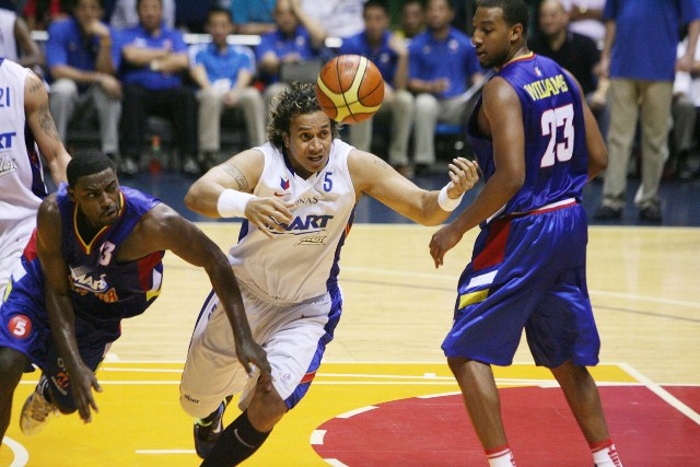 Asi Taulava signs with San Miguel Beermen from Manila