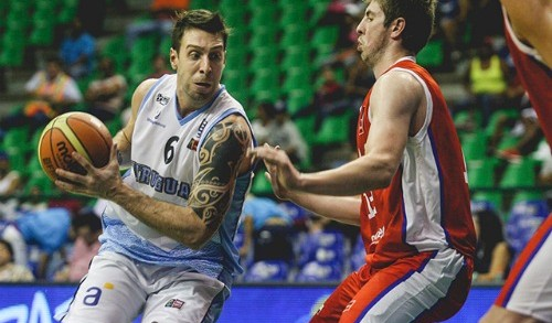 Uruguay smashes through Chile, 92-52