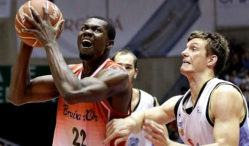 Max Kouguere inks deal with Orleans