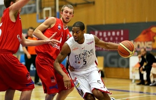 Tony Brown signed by Basket Esch