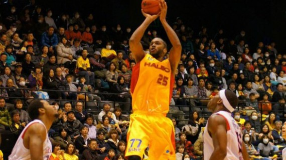 T.J. Cummings signs with Goes Montevideo