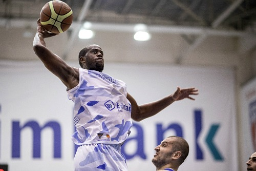Robert Nyakundi signs with Hyeres-Toulon