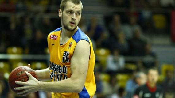 Filip Zekavicic pens with Kozuv