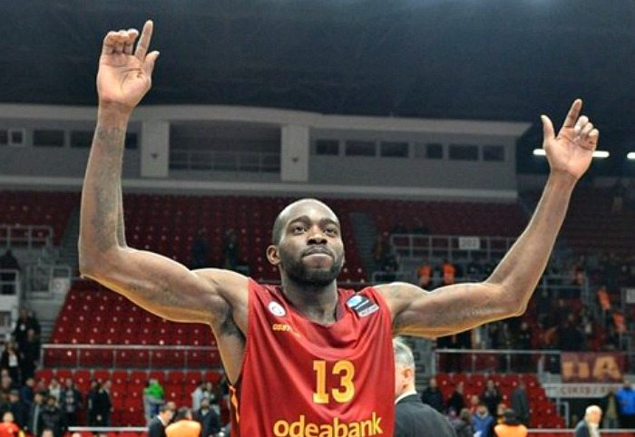 Stephane Lasme pens with Unics