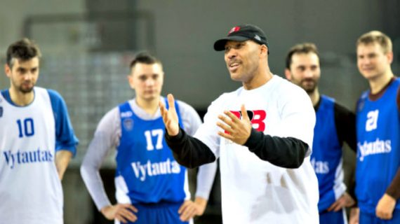 LaVar Ball pulls LiAngelo and LaMelo out of Vytautas