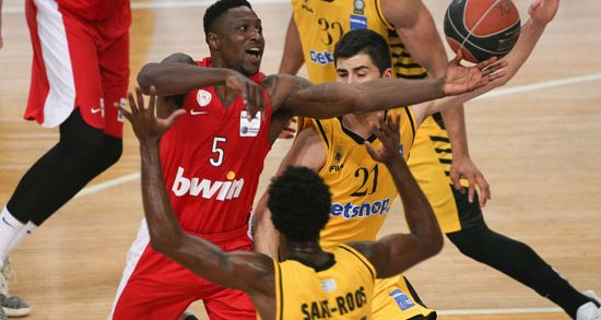 Olympiacos overpowers AEK Athens