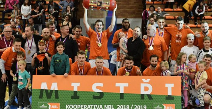 CEZ Nymburk dominates for 15th straight Czech League title