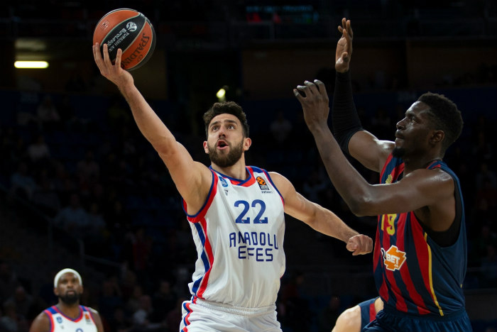 Turkish Airlines EuroLeague: Efes stays hot with another dominant win