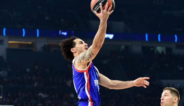 Shane Larkin saves the day for Andalou Efes in overtime
