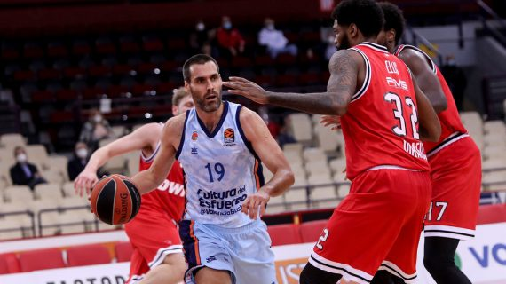 Valencia snaps nine-game EuroLeague losing streak vs Olympiacos
