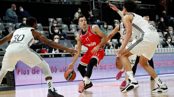 Kostas Sloukas, Olympiacos remain alive in EuroLeague playoffs race