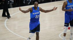 Khris Middleton leads Bucks to Game 3 victory