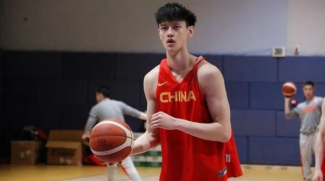 Top Chinese prospect Fanbo Zeng signs with G League Team